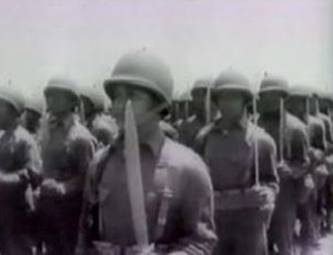 Soldati del Bolo Battalion con machete