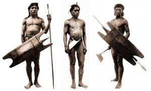 Guerrieri delle Montagne della Cordillera, Luzon con armi tribali tradizionali