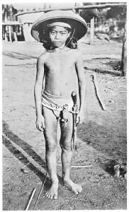 Bambino filippino con Bolo