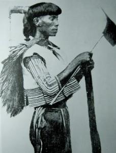 Guerriero di etnia Gaddan della provincia di Apayo con ascia da guerra