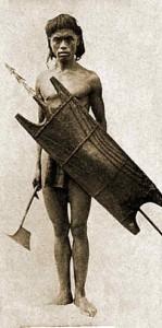 Guerriero Bontoc con ascia, scudo e lancia