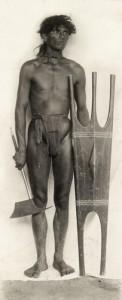 Guerriero Kalinga con ascia e scudo