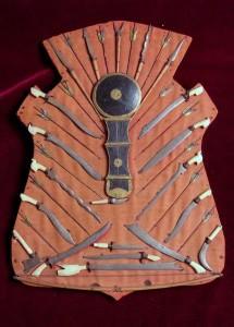 Antico scudo armi Moros 2