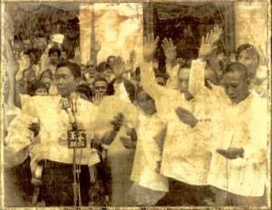 Il Col. Miranda presta giuramento davanti al dittatore filippino Ferdinando Marcos