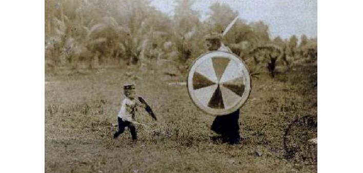 Padre e bambino armati di spada e Taming